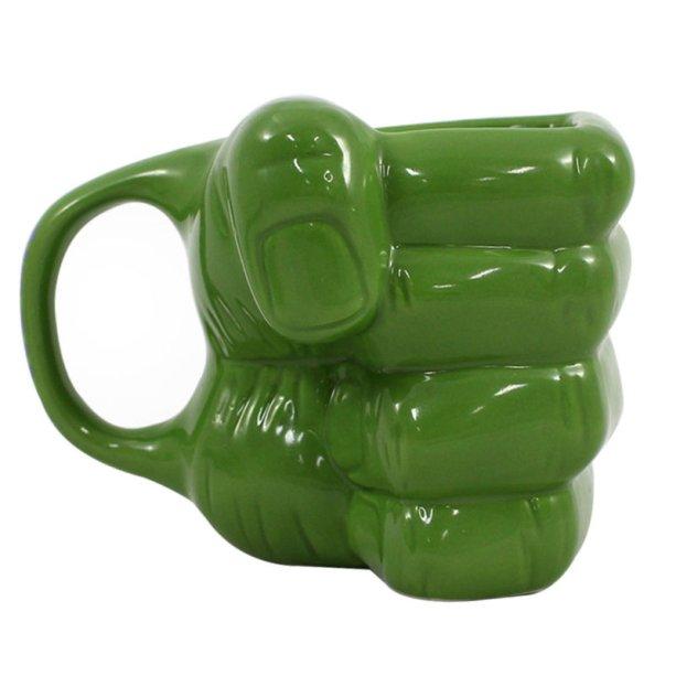 """Caneca de porcelana 3D Mão Hulk Vingadores, com capacidade para 350 ml. <a href=""""https://www.madeiramadeira.com.br/caneca-porcelana-3d-mao-hulk-vingadores-350-ml-1434477.html?origem=pla-1434477&utm_source=google&utm_medium=cpc&utm_content=canecas-991&utm_term=1434477&gclid=EAIaIQobChMI1JjL1pLp4QIVEoSRCh3yWgaEEAQYAyABEgKr3PD_BwE"""" target=""""_blank"""" rel=""""noopener"""">MadeiraMadeira</a>, R$ 47,41"""