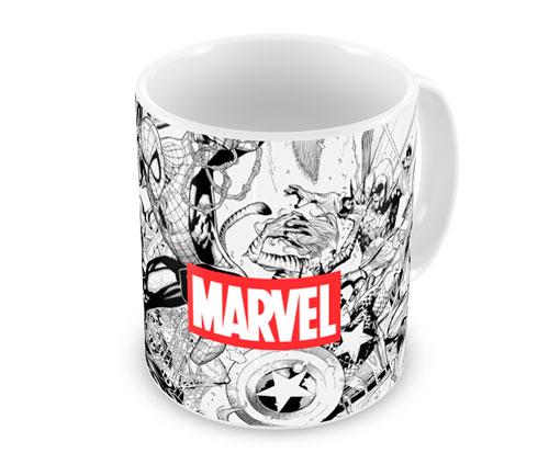"""Caneca Marvel, de porcelana, com capacidade para 325 ml. <a href=""""https://www.artgeek.com.br/comics/caneca-marvel-comics-pb-i/1412"""" target=""""_blank"""" rel=""""noopener"""">Artgeek</a>, R$ 28,90"""