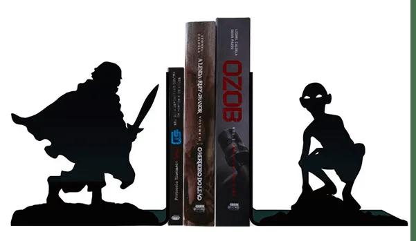 "Porta Livros Terra Média. <a href=""https://www.nerdstore.com.br/porta-livros-terra-media/p"">Nerdstore</a>, R$ 44,90"