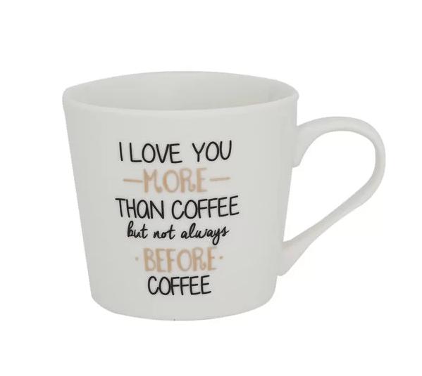 """Caneca de porcelana Coffee Lovers com capacidade para 410 ml.<a href=""""https://www.camicado.com.br/p/caneca-de-porcelana-coffee-lovers-410ml-home-style/-/A-000000000000038786-br.lc?sku=000000000000038786&gclid=EAIaIQobChMIrcK2xOLN4gIVEoGRCh1hZQI-EAkYEyABEgJkEfD_BwE""""> Camicado</a>, R$ 29,90"""