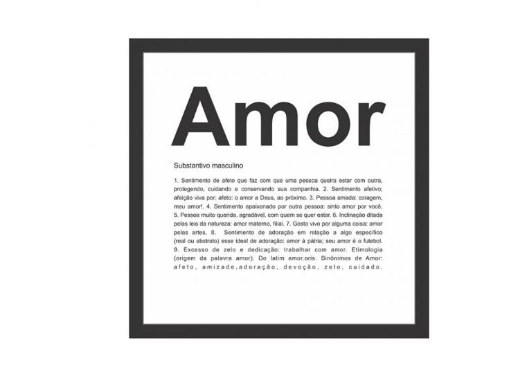 """Quadro decorativo Amor, de madeira, nas medidas 27 x 27 cm. <a href=""""https://www.mobly.com.br/quadro-decorativo-amor-preto-e-branco-573383.html?recommendation=07"""">Mobly</a>, R$ 26,99"""
