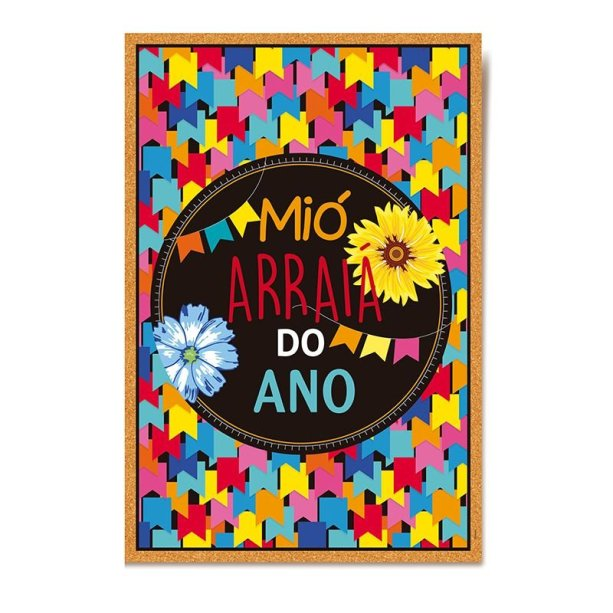 """Cartaz Arraiá, de papel-cartão colorido, 34 x 47 cm. <a href=""""https://www.silvanofestas.com.br/cartaz-decorativo-para-porta-festa-junina-arraia-cromus"""" target=""""_blank"""" rel=""""noopener"""">Silvano Festas</a>, R$ 9,40"""