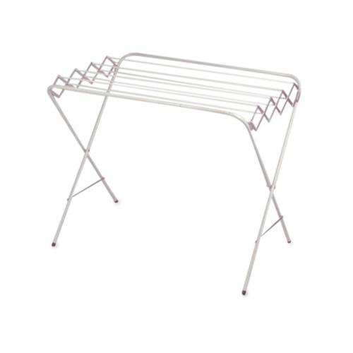 """Varal de chão Sanfona, de alumínio com pintura eletrostática, 7 varetas de 60 cm e altura de 78 cm. <a href=""""https://www.lojadovaral.com.br/produto/varal-de-chao-sanfonado-mini/"""" target=""""_blank"""" rel=""""noopener"""">Loja do Varal</a>, R$ 153"""