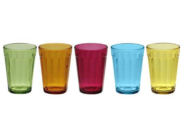 """Copo Americano Color, de 190 ml, de vidro, em cinco cores diferentes.<a href=""""https://www.tokstok.com.br/americano-color-copo-agua-190-ml-6vrd-variado-copo-americano/p?idsku=330111"""" target=""""_blank"""" rel=""""noopener""""> Tok&Stok</a>, R$ 9,90 cada"""