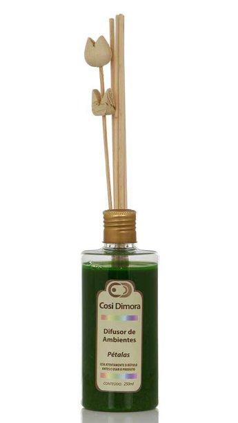 """Difusor de Ambientes, com aroma de pétalas, 250 ml. <a href=""""https://www.mobly.com.br/difusor-de-ambientes-petalas-250ml-371885.html#pid=1"""">Mobly</a>, R$ 57,60"""