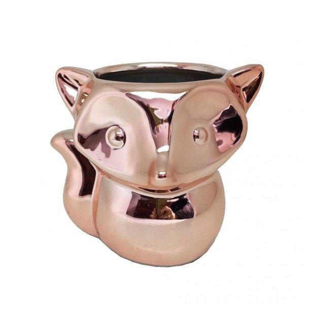 "Vaso cachepot em cerâmica com 9 cm de altura. <a href=""https://www.casasbahia.com.br/decoracao/VasoseCachepots/vaso-cachepot-raposa-rose-gold-1500935304.html"" target=""_blank"" rel=""noopener"">Casas Bahia</a>, R$ 32,89"