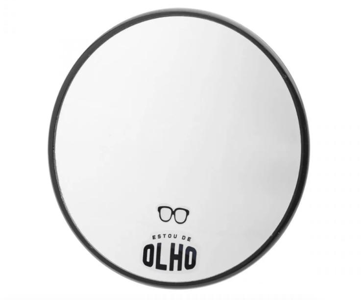 """Espelho Veja Bem, que não embaça, 18 x 20 cm. <a href=""""https://loja.imaginarium.com.br/espelho-antiembacante-veja-bem/p"""" target=""""_blank"""" rel=""""noopener"""">Imaginarium</a>, R$ 129,90"""