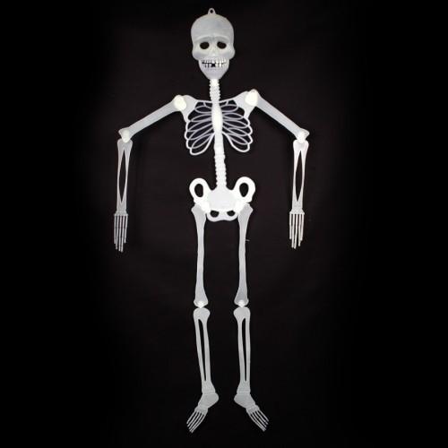 "Esqueleto que brilha no escuro para pendurar, de plástico, medidas 17 x 88 cm. <a href=""https://www.namegafestas.com.br/enfeite-esqueleto-gigante-brilha-no-escuro.html"" target=""_blank"" rel=""noopener"">NaMega Festas</a>, R$ 13,90"