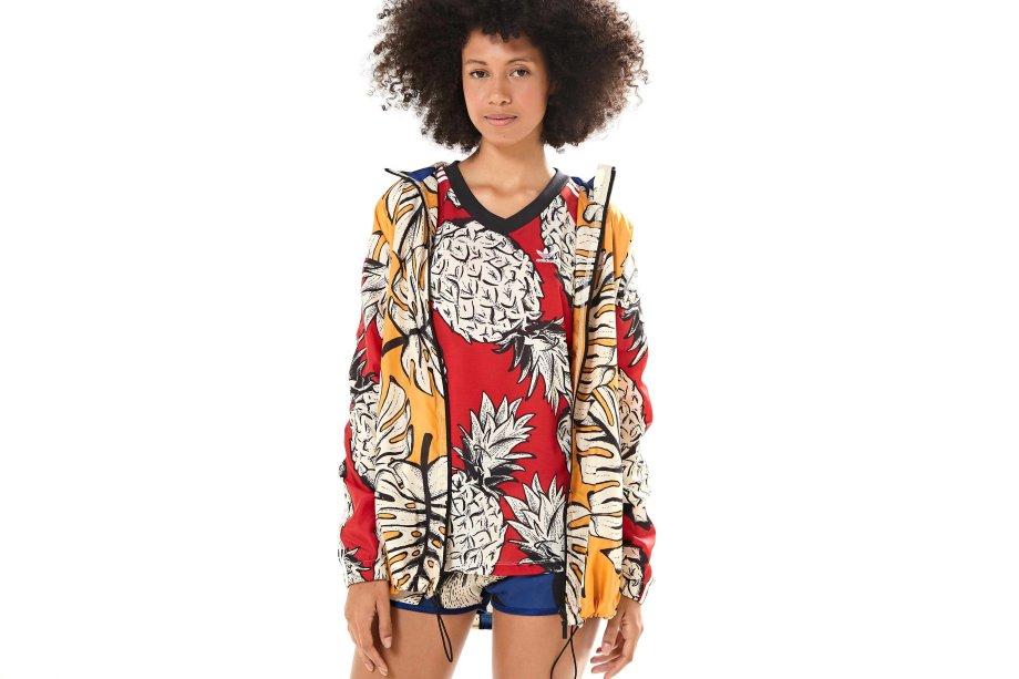 Casaco - R$329,99; T-Shirt - R$149,99