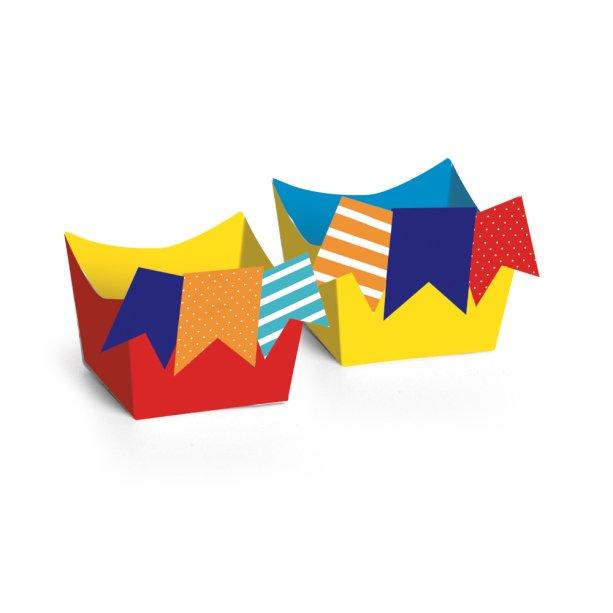 """Forminha para doces, de papel-cartão decorado, 3 x 3 x 3 cm. <a href=""""https://www.ricafesta.com.br/vitrine_produtos.asp?secao=4&categoria=38&subcategoria=158&id=33872&produto="""" target=""""_blank"""" rel=""""noopener"""">Rica Festa</a>, R$ 13,70 com 24 unidades"""