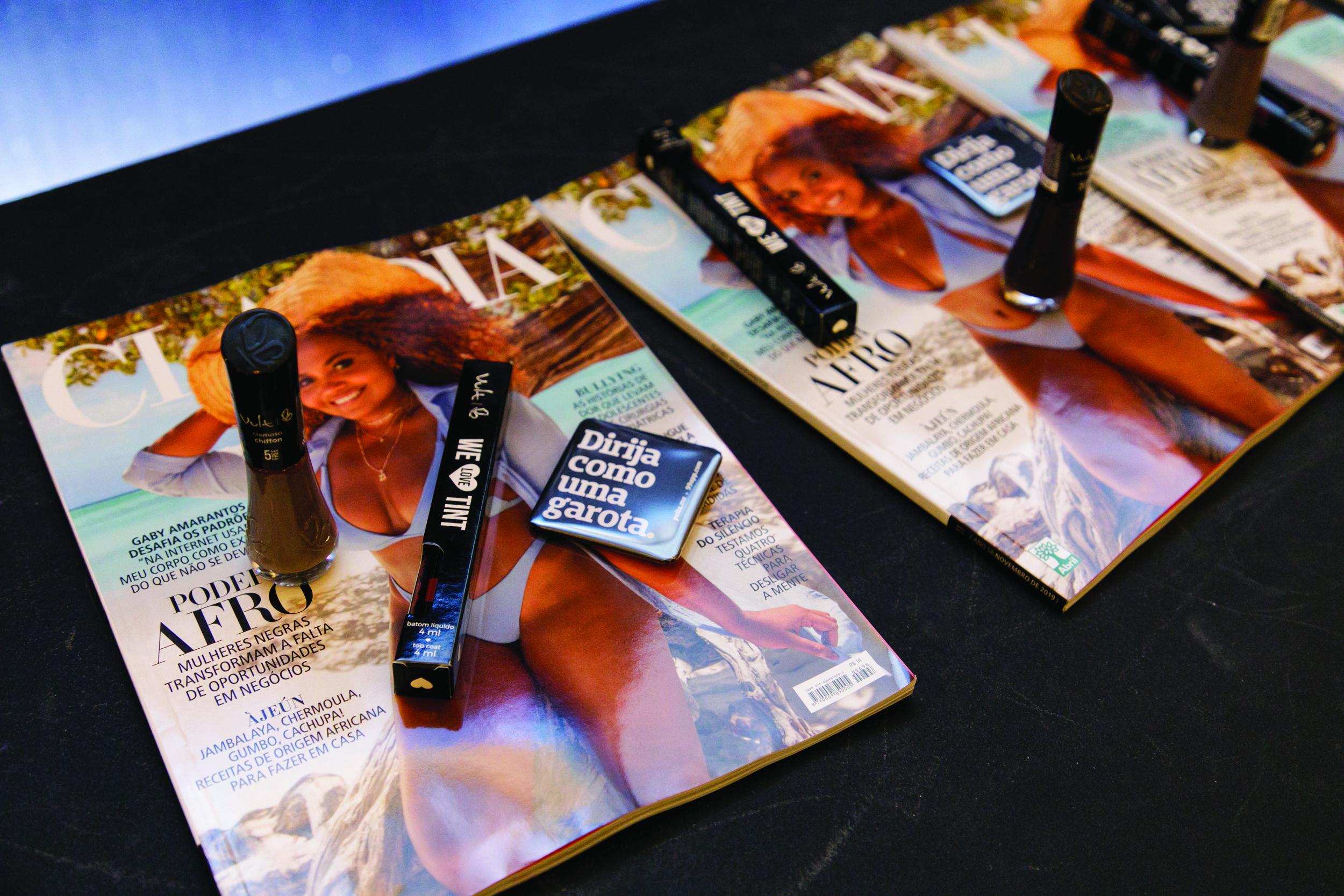Revista CLAUDIA de Novembro e produtos da Vult