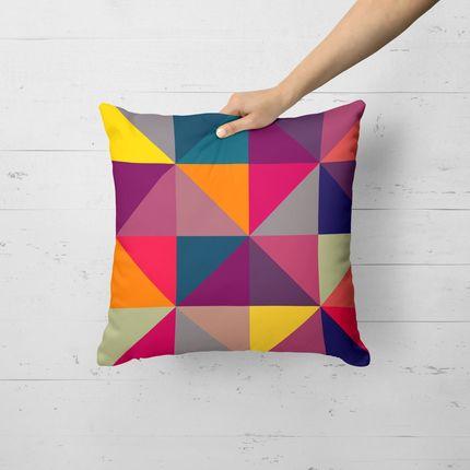 """Almofada Geométricos Multicolor Zoom, de poliéster, 35 x 35 cm. <a href=""""https://www.madeiramadeira.com.br/almofada-avulsa-decorativa-geometricos-multicolor-zoom-35x35cm-1664175.html?_btid=d41d8cd98f00b204e9800998ecf8427e"""" target=""""_blank"""" rel=""""noopener"""">MadeiraMadeira</a>, R$ 30"""