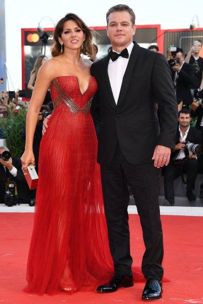 <strong>Matt Damon</strong> e <strong>Luciana Barroso</strong>de <strong>Versace</strong> na première de<span><strong>Downsizing</strong>.</span>