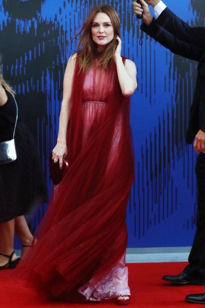 <strong>Julianne Moore</strong> de <strong>Valentino</strong>na premiação Franca Sozzani, em Veneza.
