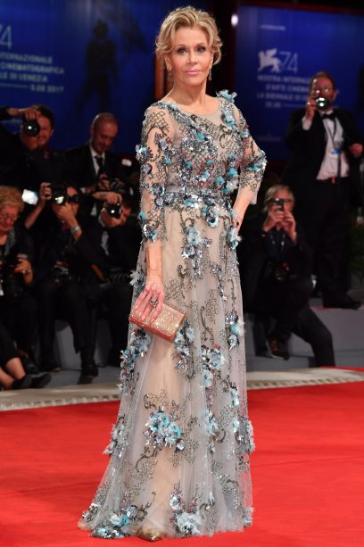 <strong>Jane Fonda</strong> de <strong>Marchesa</strong> na première de <strong>Our Souls At Night</strong>.
