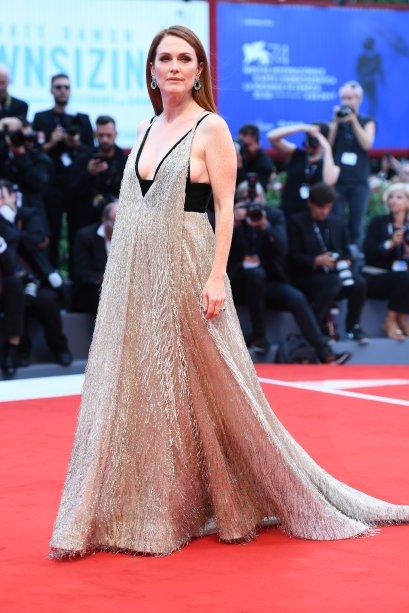 <strong>Julianne Moore</strong> de <strong>Valentino</strong> na sessão de <strong>Suburbicon</strong>.