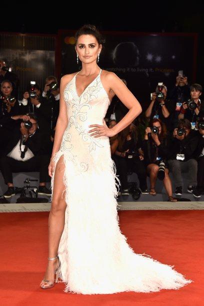 <strong>Penelope Cruz</strong> de <strong>Atelier Versace</strong> na première deLoving Pablo.