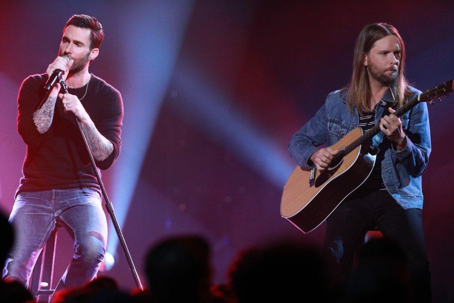Os integrantes do grupo Maroon 5 também se apresentaram.
