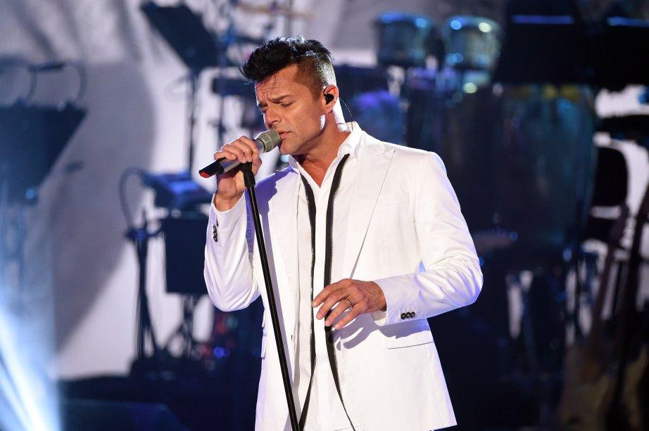 O cantor porto-riquenho durante apresentação no palco do One Voice.