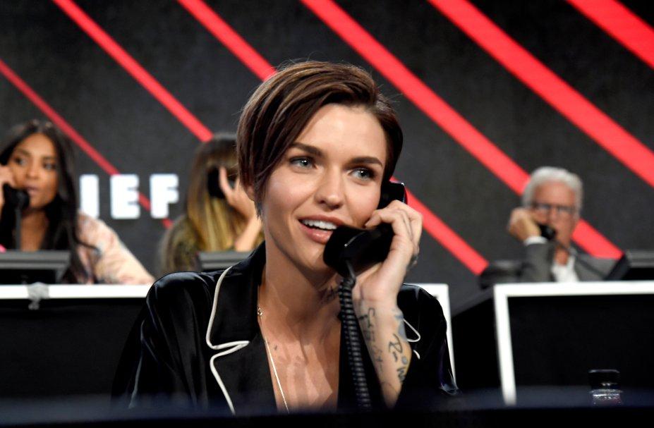 A atriz foi uma das convidadas a atender os telefonemas de doação.