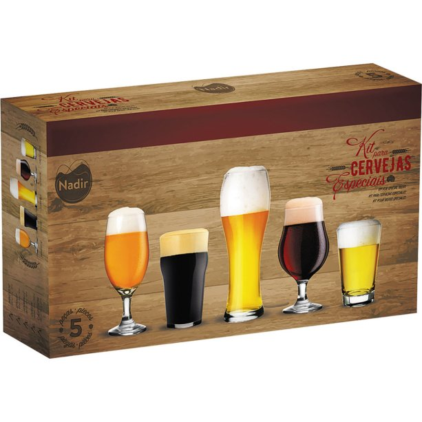 "Kit para Cervejas, da Nadir Figueiredo, com cinco copos de vidro diferentes. <a href=""https://www.casaevideo.com.br/conjunto-5-copos-de-cervejas-especiais-nadir/p?idsku=5263&gclid=EAIaIQobChMIguv2yP_h4wIVAgmRCh0MvAF6EAkYASABEgKcuPD_BwE"" target=""_blank"" rel=""noopener"">Casa & Vídeo</a>, R$ 49,99"