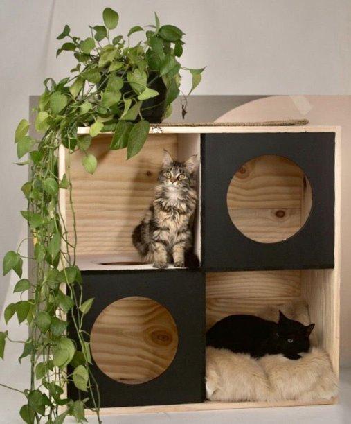 """Estante Labirinto, de madeira pínus, nas medidas de 1 x 0,40 x 1 m. <a href=""""https://www.gattedo.com.br/labirinto"""" target=""""_blank"""" rel=""""noopener"""">Gattedo</a>, R$ 389,90"""