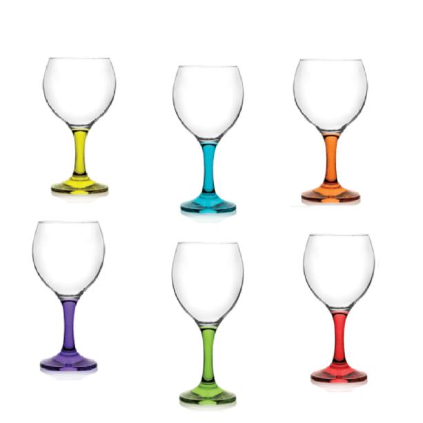 "Jogo de taças com pés coloridos Mimo Style, de vidro, 260 ml. <a href=""https://www.extra.com.br/UtilidadesDomesticas/Tacas/Jogo-de-Tacas-com-Pe-Colorido-260ml---Mimo-Style-9682294.html?recsource=busca-int&rectype=busca-498"" target=""_blank"" rel=""noopener"">Extra.com.br</a>, R$ 95"