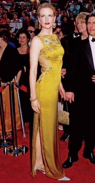 <span>Nicole Kidman investiu $2 milhões para usar este vestido de alta costura desenhado por John Galliano para a grife Christian Dior no Academy Awards de 1997.</span>