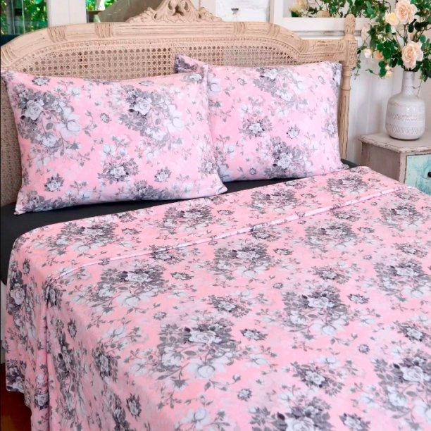 "O jogo de cama Yaris Romance queen malha 4 peças custa R$ R$ 129,99 na <a href=""https://www.havan.com.br/jogo-de-cama-queen-malha-4-pecas-yaris-romance/p"">Havan</a>."