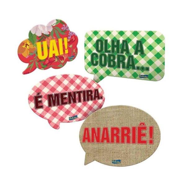 """Kit de plaquinhas decorativas de papel cartonado (20 x 15 cm cada). <a href=""""https://www.casasbahia.com.br/artigosparafestas/itensparadecoracao/decoracaodeambiente/kit-plaquinhas-decorativas-festa-junina-09-unidades-festcolor-12655505.html?rectype=p395_ov_f_s8&recsource=cat-2896"""" target=""""_blank"""" rel=""""noopener"""">Casas Bahia</a>, R$ 25,90 com nove unidades"""