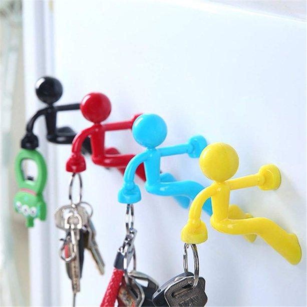 "Porta-chave magnético Buddy, de plástico, 8 x 7,5 cm. <a href=""https://www.osegredodovitorio.com.br/porta-chaves-magnetico-buddy"" target=""_blank"" rel=""noopener"">O Segredo do Vitório</a>, R$ 24,90 cada"