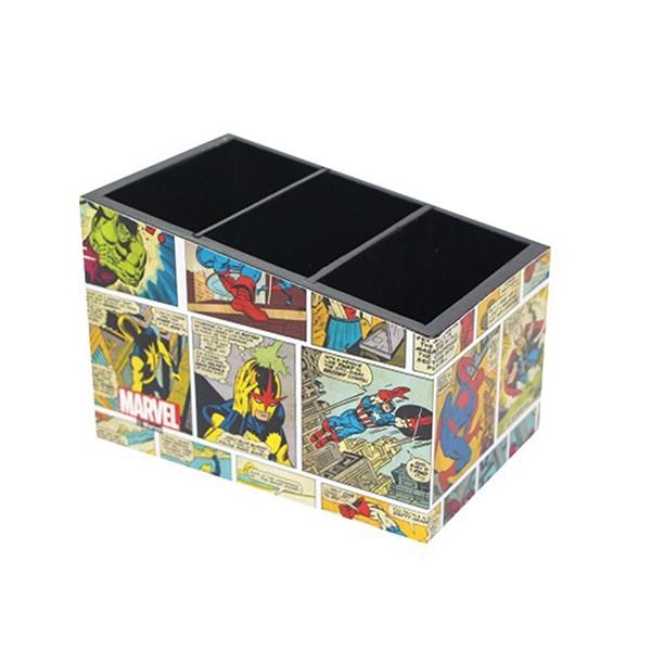"Porta Treco HQ Marvel. <a href=""http://www.casageek.com.br/br/porta-treco-geek-nerd/1829-porta-treco-marvel-colors-geek-nerd.html"">Casa Geek</a>, R$ 43,90"