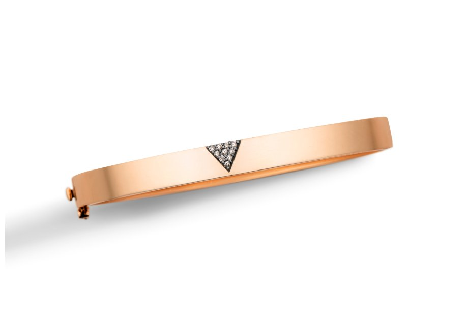 Pulseira de ouro rosé com diamantes brown. Este bracelete de design marcante tem muita personalidade e brilha sozinho em looks minimalistas.