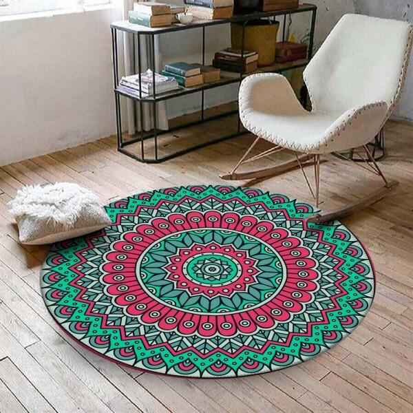 """Tapete Mandala Magnus, redondo, de poliéster, 94 cm de diâmetro. <a href=""""https://www.wevans.com.br/tapete-redondo-wevans-unicorn-mandala-magnus"""" target=""""_blank"""" rel=""""noopener"""">Wevans</a>, R$ 109,90"""