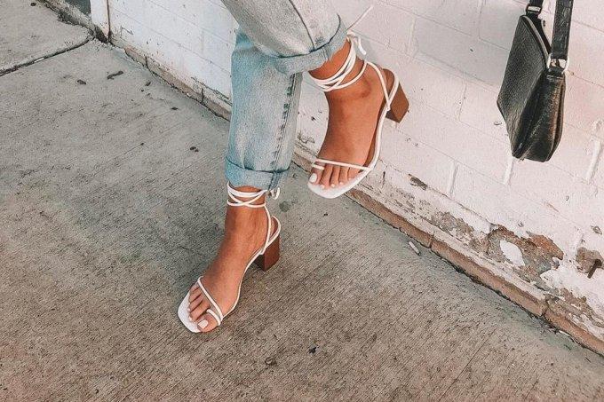 Sandálias de tiras finas