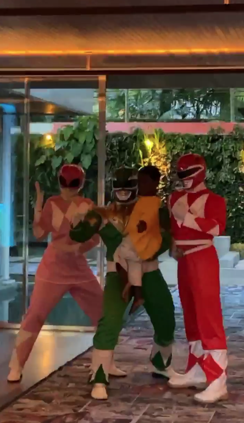 Power Rangers com o pequeno Bless