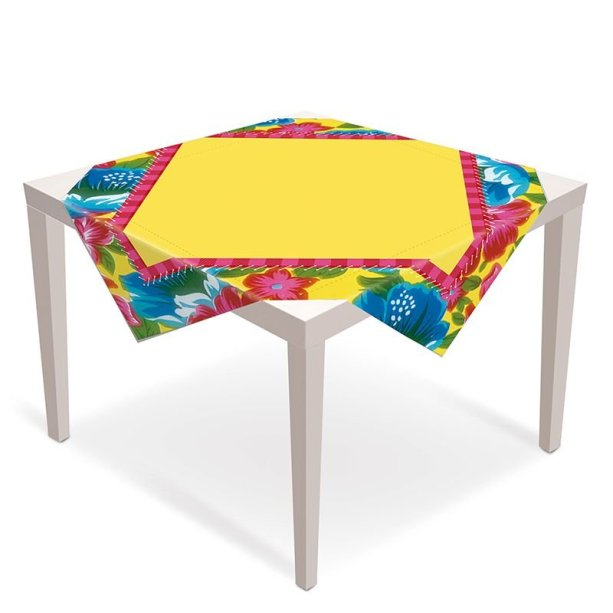 "Toalha de mesa de polietileno, medidas 79 x 79 cm. <a href=""https://www.magazine25.com.br/p/cromus-arraia-junino---toalha-de-mesa-convidados-05-unidades"" target=""_blank"" rel=""noopener"">Magazine25.com</a>, R$ 48,42"