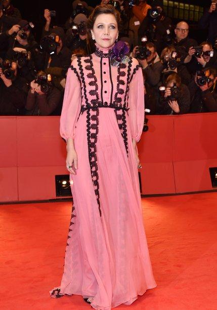<strong>Maggie Gyllenhaal</strong> veste <strong>Gucci</strong> na première de <em>Django</em>.