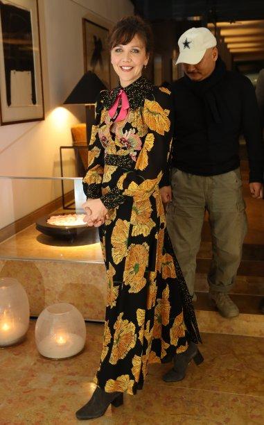 <strong>Maggie Gyllenhaal</strong> veste<strong> Gucci</strong> em sessão de fotos do júri do festival.