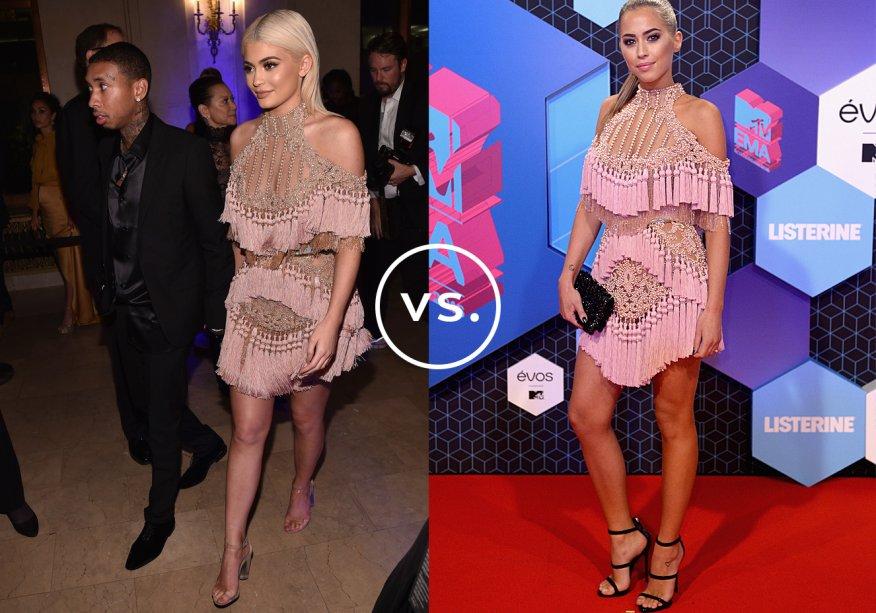 <strong>Kylie Jenner</strong> e<strong>Kenza</strong> vestem <strong>Balmain</strong>. Supertrabalhado e com forte pegada fashionista, o vestido de franjas não precisa de muitos complementos para ficar pronto para a festa.