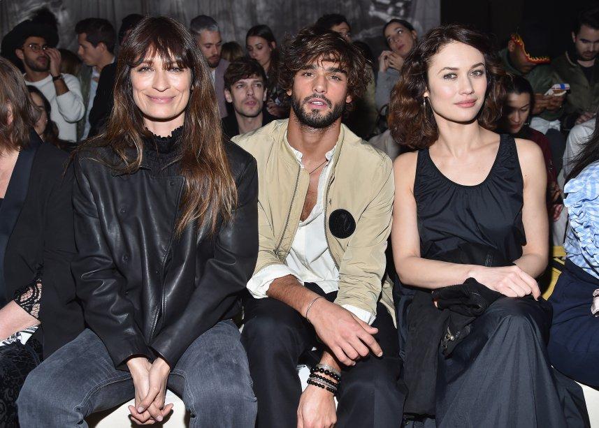 Caroline de Maigret, Marlon Teixeira e Olga Kurylenko no desfile da H&M