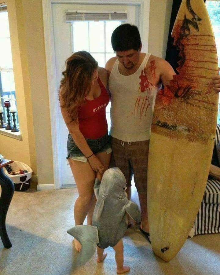 Fantasia de família para Halloween - família atacada por tubarão