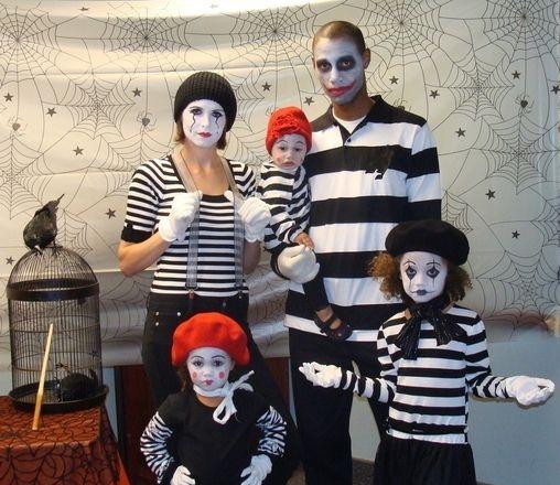 Fantasia de família para Halloween - mímicos