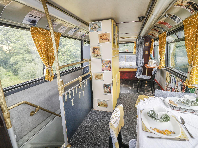 O tradicional ônibus inglês foi reformado e transformado no Bertram's Hotel.