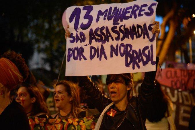 Mulheres fazem caminhada em solidariedade às manifestações feministas na América Latina, que tem países com alta taxa de feminicídio, segundo a ONU