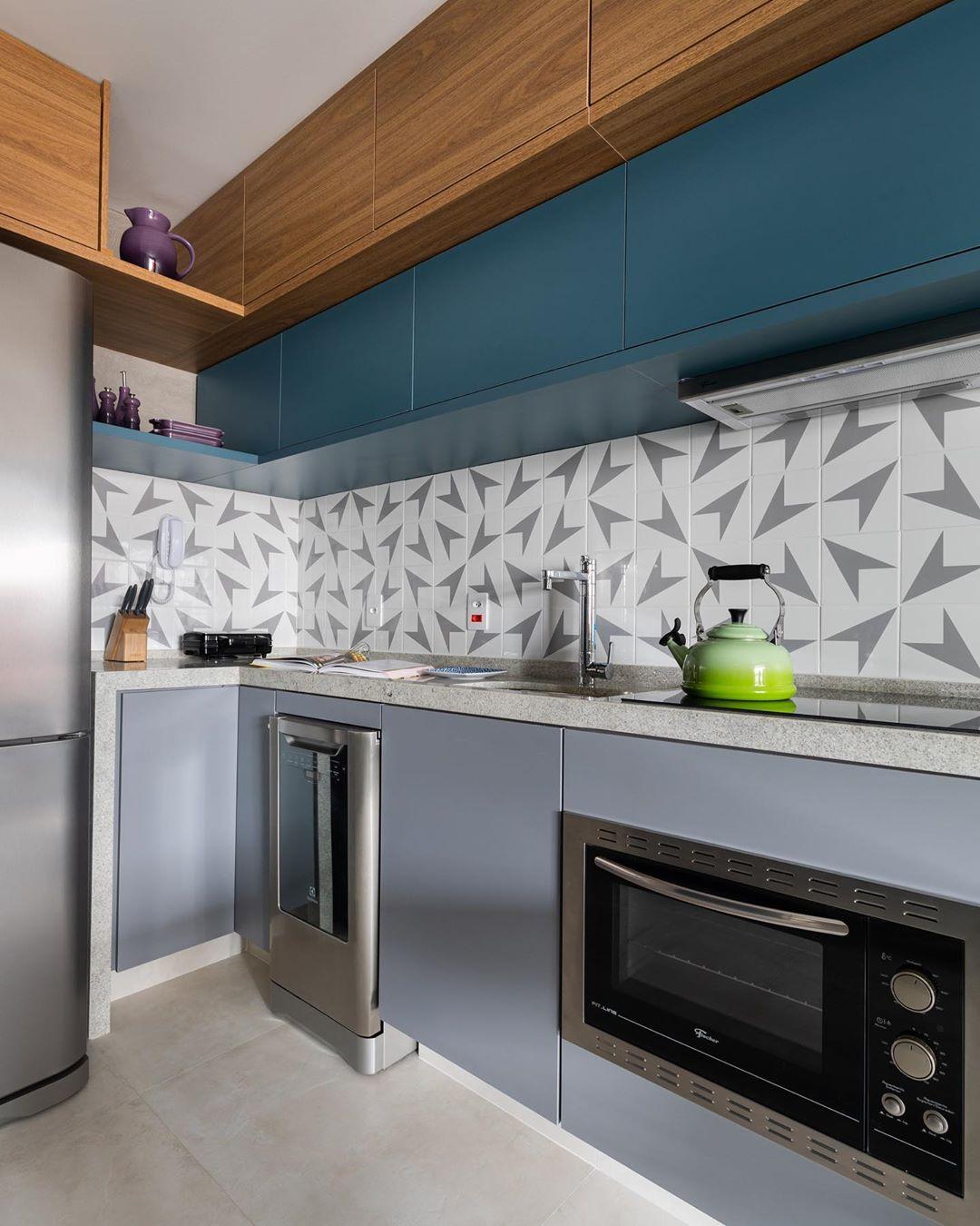 cozinha azulejo em cima da pia