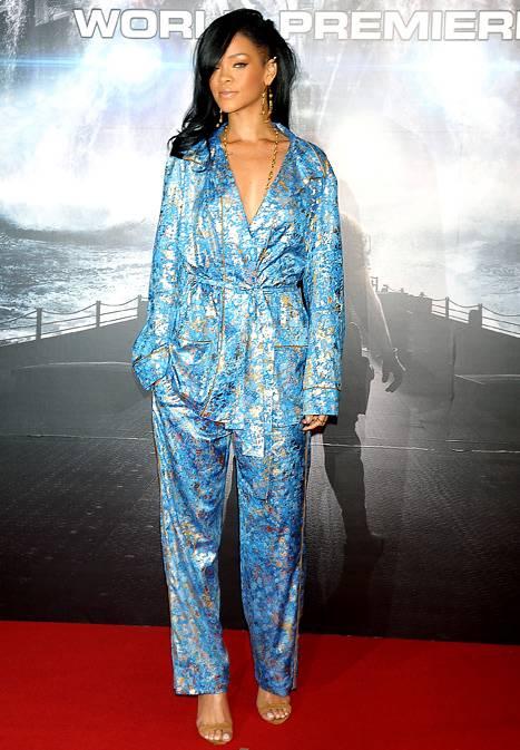Rihanna usa look pijama