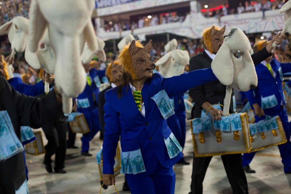 """Ala dos """"Lobos em Pele de Cordeiro"""" no desfile da Beija-Flor de Nilópolis, campeã do Carnaval 2018"""