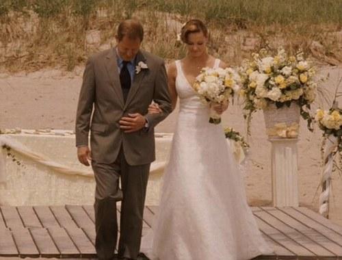 "Jane, vivida por Katherine Heigl em ""Vestida Para Casar (2008)"", com modelitoAmsale"
