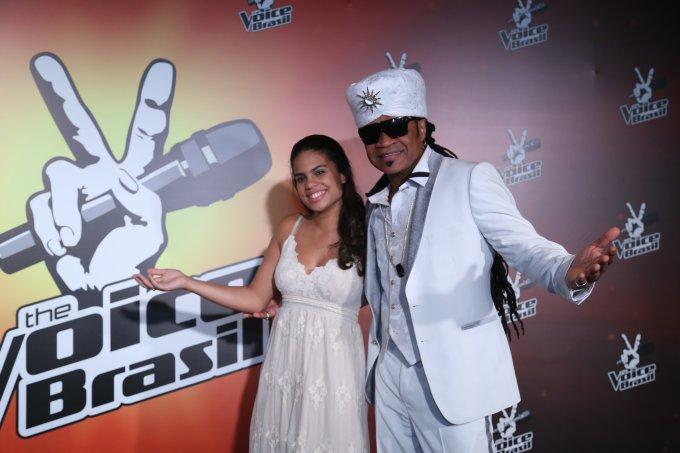 Clara Buarque e seu pai Carlinhos Brown no 'The Voice Brasil', em 2014.